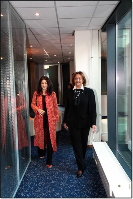 Carmelita Reeberg met Fatima Bhutto uit Pakistan